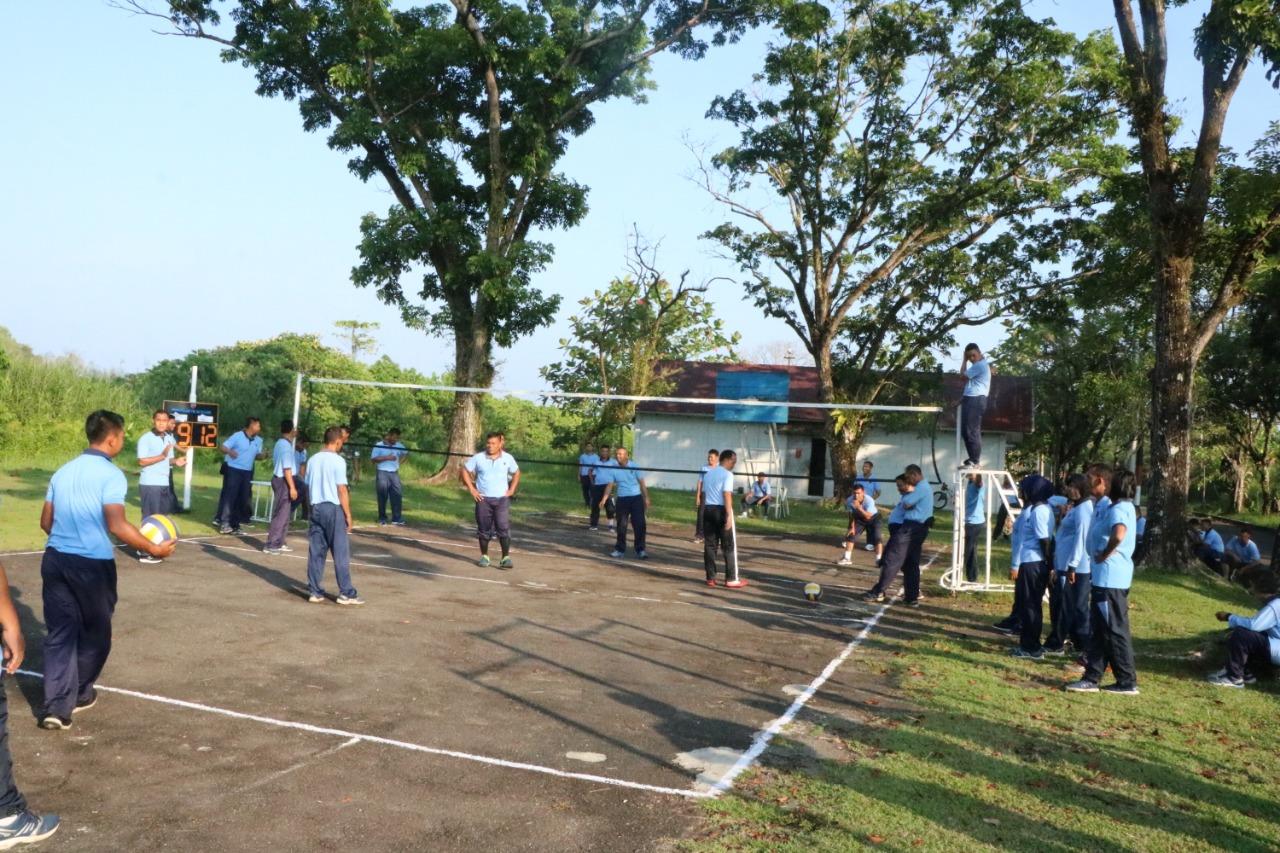 Pertandingan Bola Voli Meriahkan HUT TNI AU ke-73 di Lanud Sutan Sjahrir.