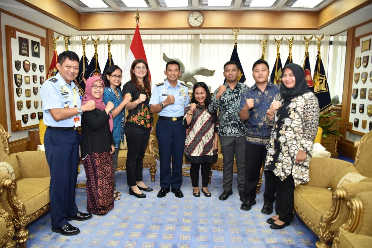 Sampaikan Ucapan Terima Kasih, Airmen Followers Medsos TNI AU Temui Kasau