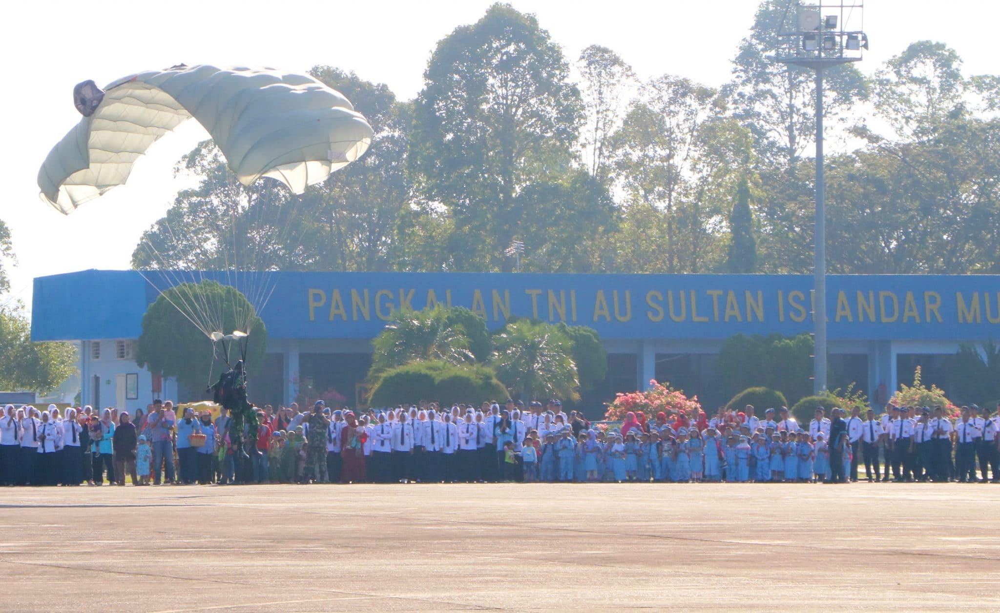 Lanud Sultan Iskandar Muda Dipenuhi Masyarakat