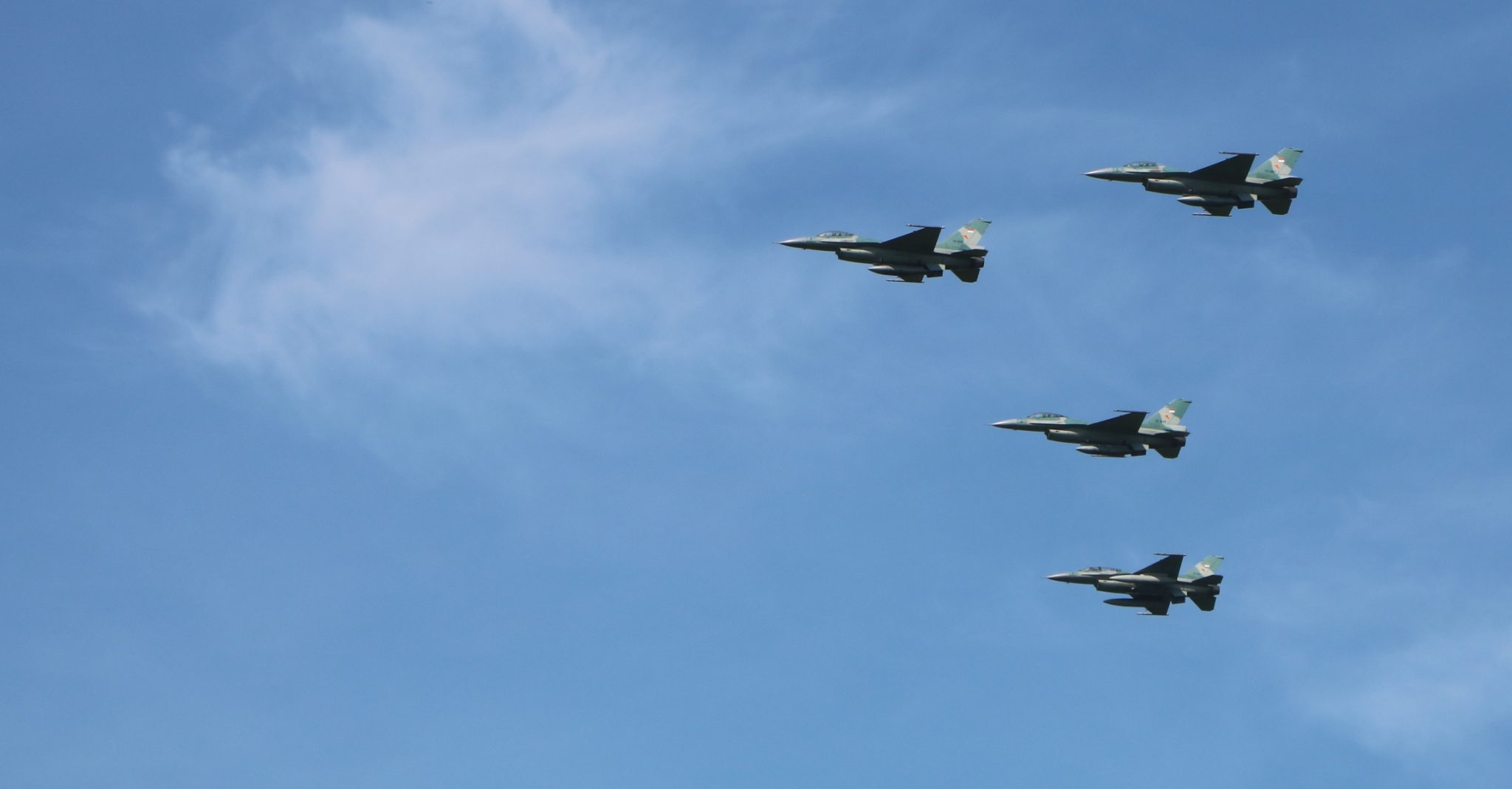 Pesawat F-16 Fighting Falcon Mengudara di Langit Aceh
