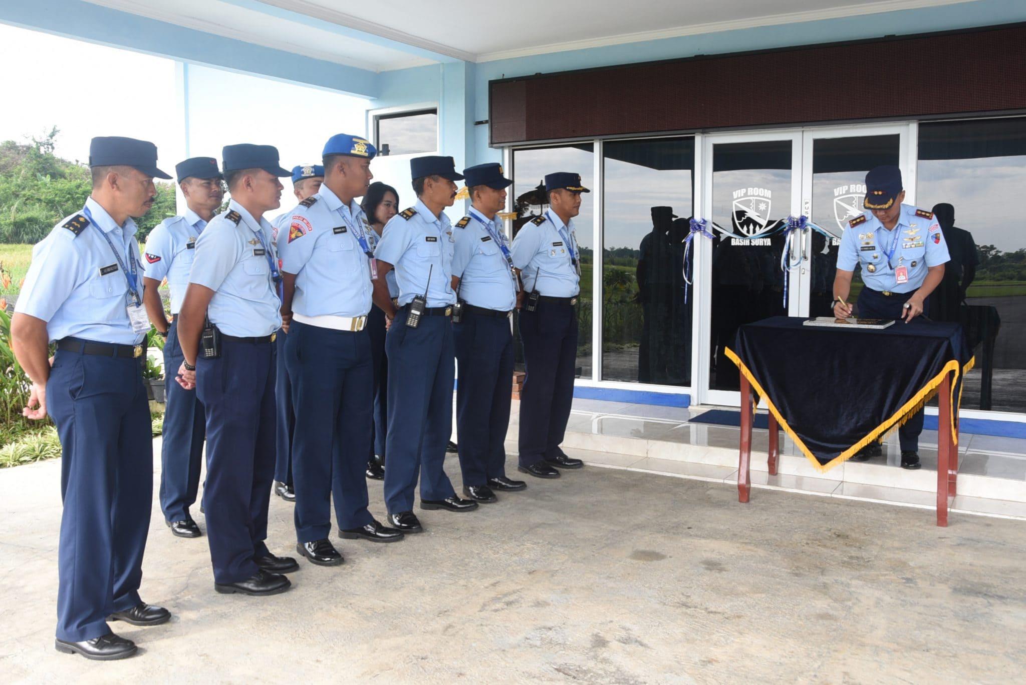 Komandan Lanud Wiriadinta Resmikan Renovasi VIP Room Basir Surya