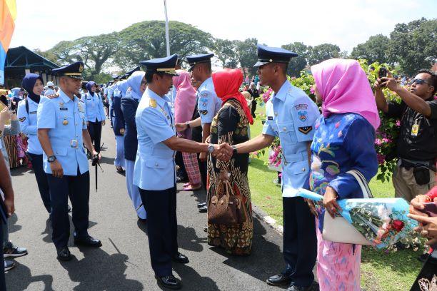 Dankodiklatau Lantik 469 Prajurit Bintara Baru TNI AU