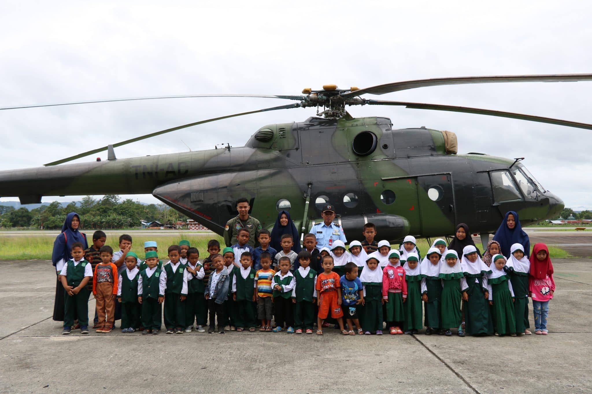 Murid TK Arso Keerom Papua Kunjungi Baseops Lanud Silas Papare
