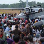Ribuan Warga Kerumuni Pesawat Tempur TNI AU di Bandara Hang Nadim Batam