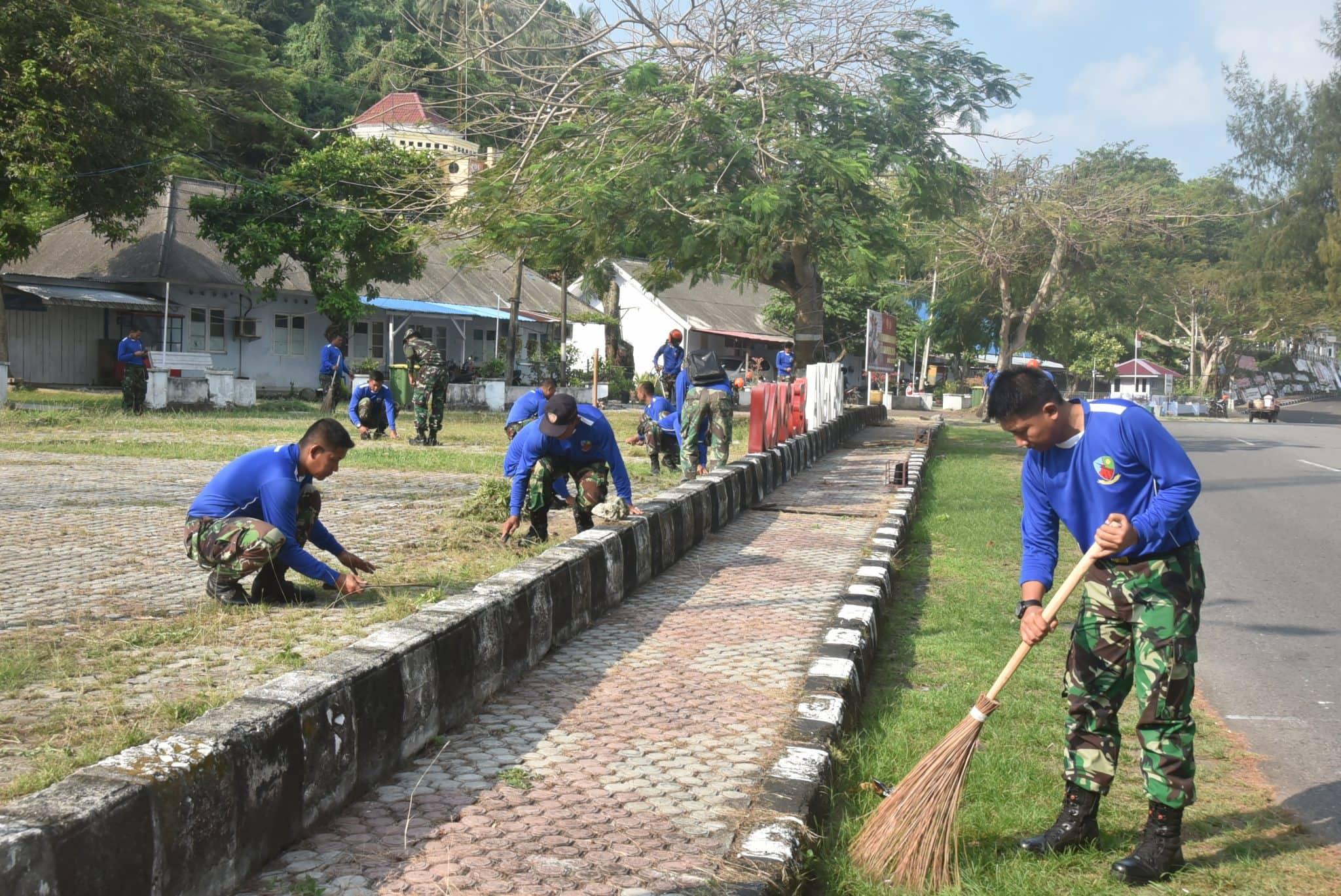 SUKSESKAN GERAKAN INDONESIA BERSIH 2019 DI LANUD Maimun Saleh