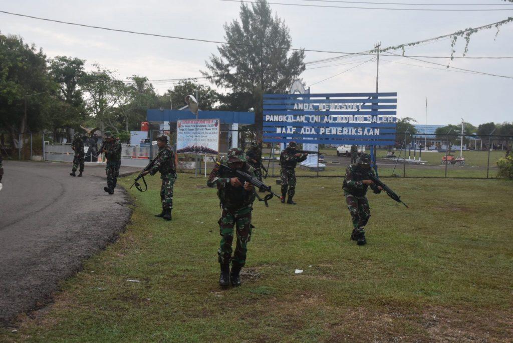 Pasukan (Hanlan) Pukul Mundur Musuh dari Lanud Maimun Saleh