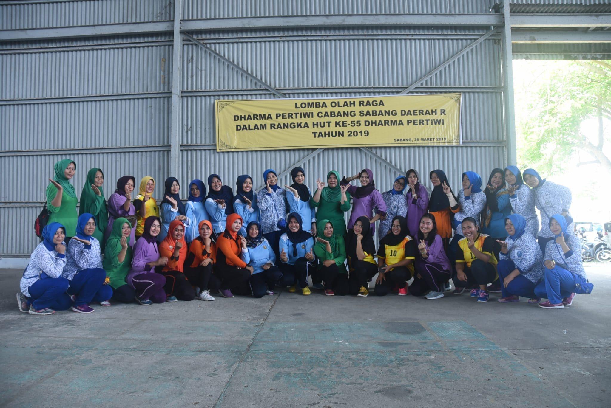 PIA Ardhya Garini Cabang IV/DI Lanud Maimun Saleh Olahraga Bersama dengan Dharma Pertiwi Daerah R