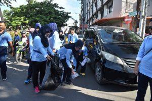 Lanud Sultan Hasanuddin Gelar Aksi Bersih Sampah di Anjungan Pantai Losari Makassar