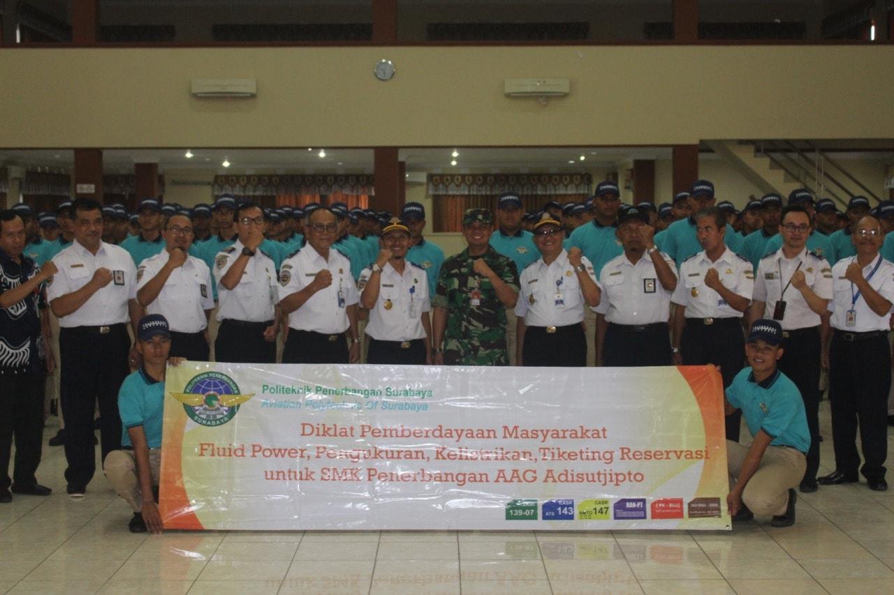 Poltekbang Surabaya Gelar Diklat Pemberdayaan Masyarakat dengan SMK Penerbangan AAG Adisutjipto