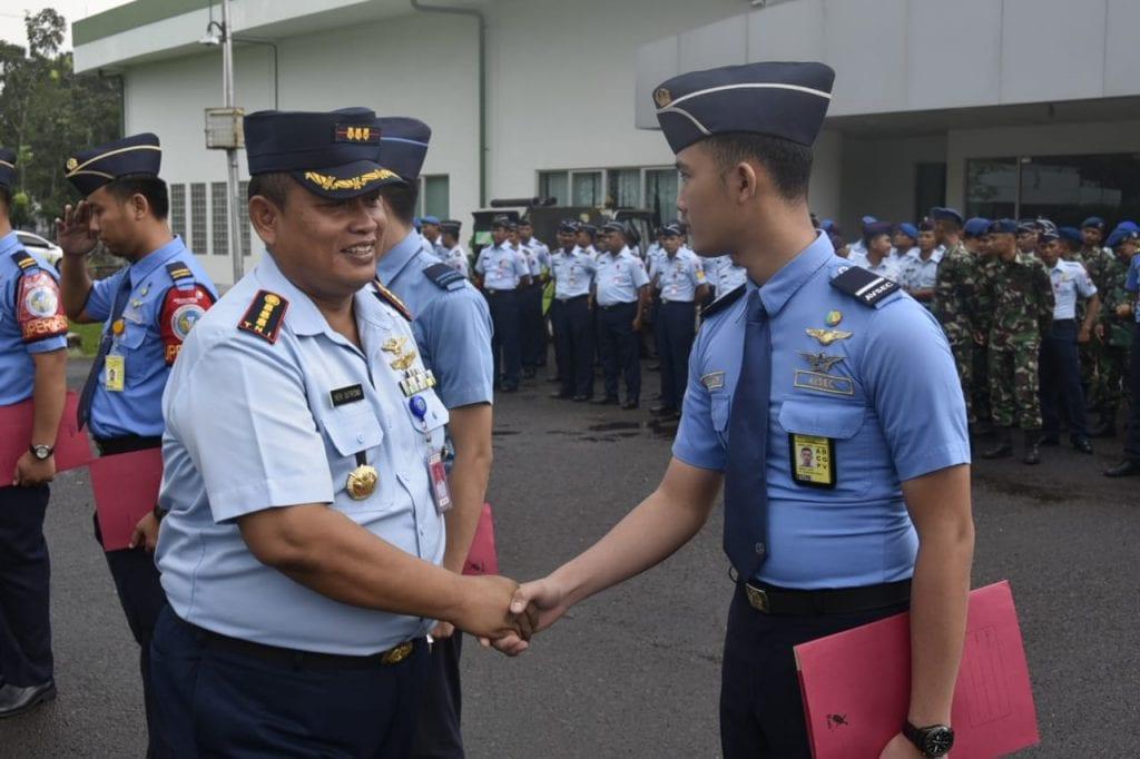 Danlanud Smh Beri Penghargaan kepada Prajurit TNI AU dan Avsec