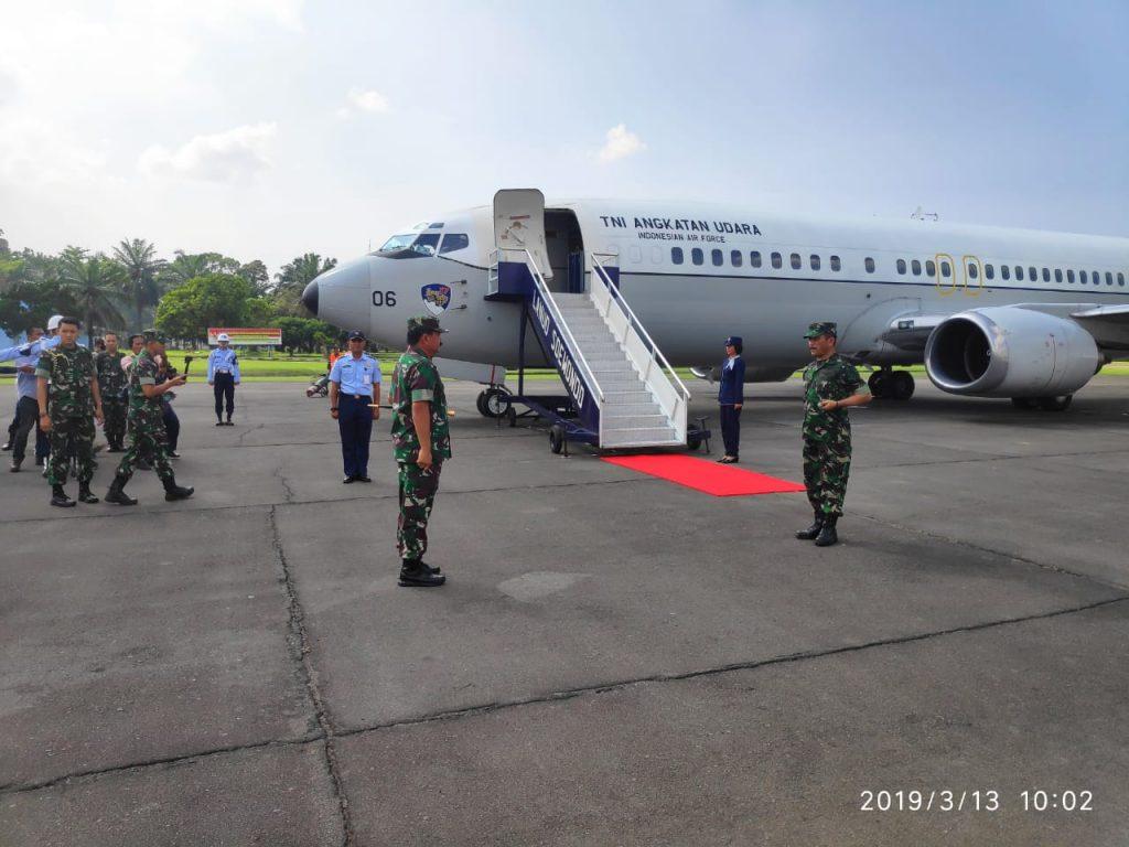 Panglima TNI dan Kapolri Take Off dari Lanud Soewondo