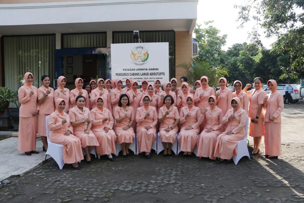 Kunjungan Kerja Ketua PIA Ardhya Garini Gabungan II Kodiklatau di Lanud Adisutjipto