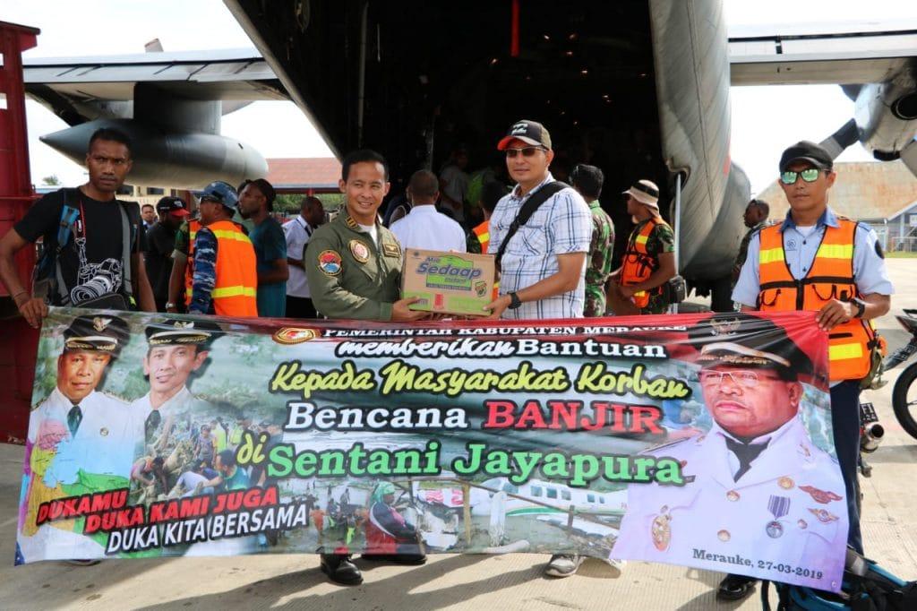 Posko Bantuan Sentani Lanud J.A. Dimara Kirimkan Bantuan untuk Korban Bencana Alam di Jayapura