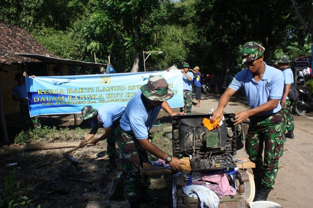 """Pasca Banjir di Kab. Madiun Lanud Iswahjudi kirim 2 SST """"bersih bersih"""" di Balerejo"""