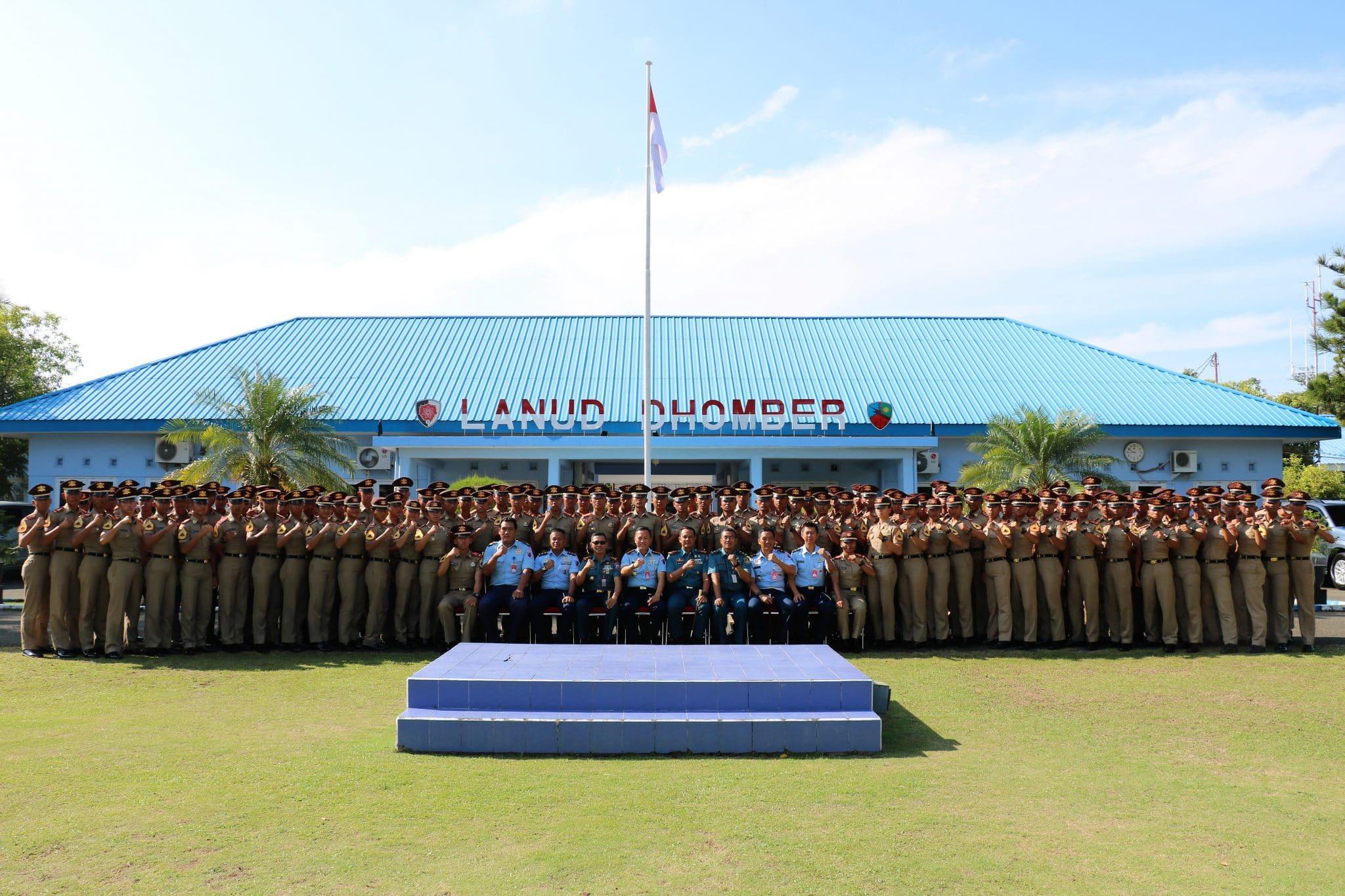 Lanud Dhomber Terima Kunjungan Kehormatan Taruna/Taruni Akademi Angkatan Laut (AAL)