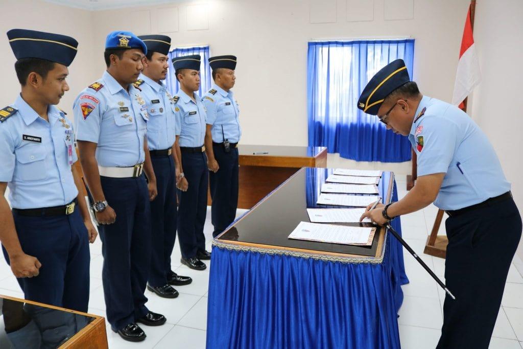 Penandatanganan Pakta Integritas Penerimaan Casis Tamtama Gel 1 di Lanud D. Dumatubun