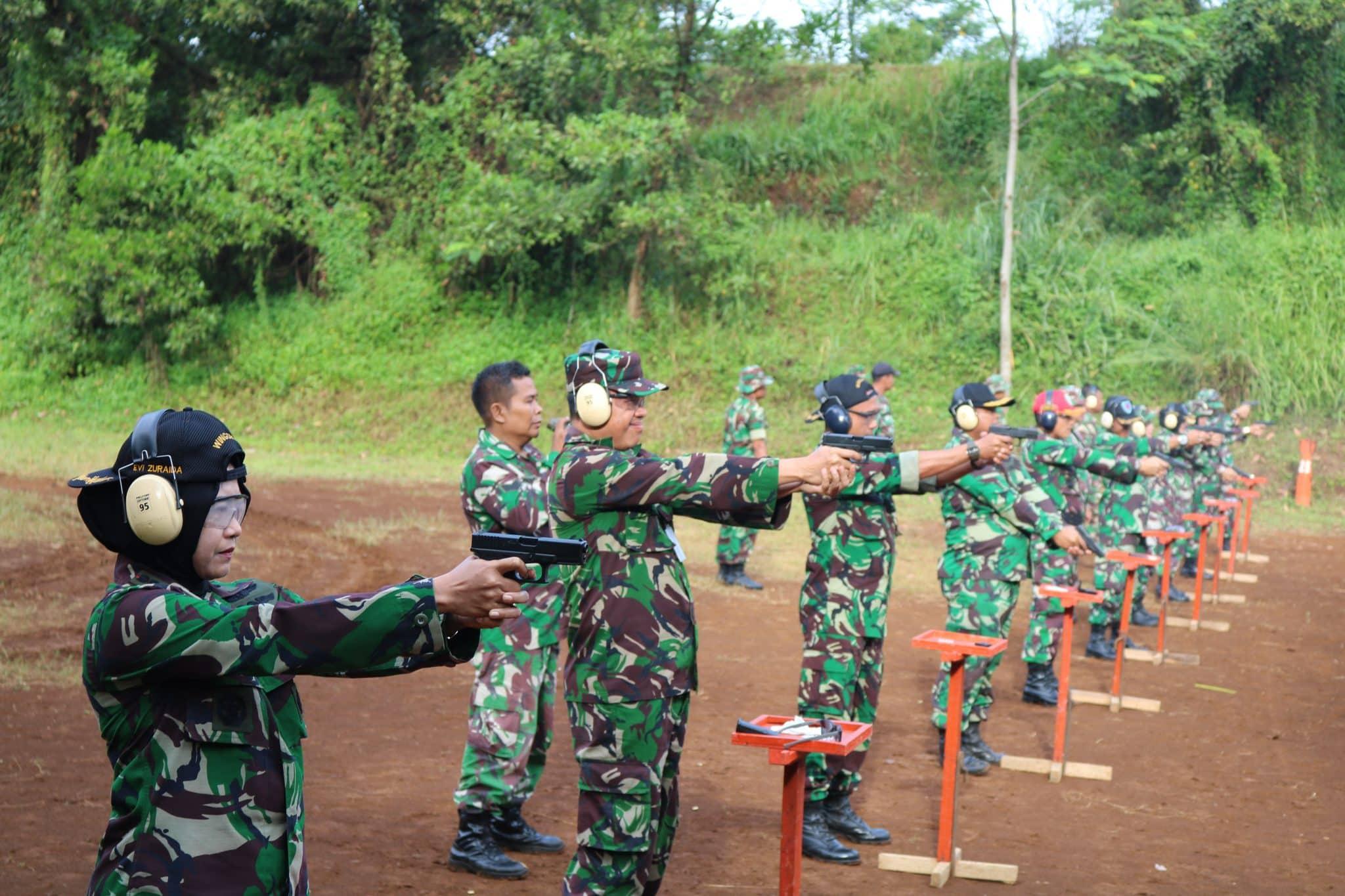 Perwira Wingdikum Tingkatkan Profesionalisme Menembak