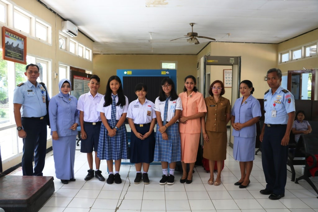 Pemberangkatan Empat Siswa SMP Kupang untuk Mengikuti Tes Seleksi Pusat SMA Pradita Dirgantara