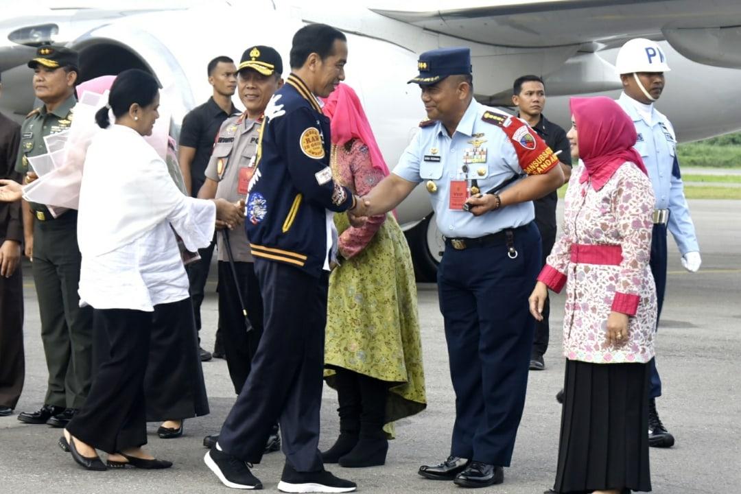 Danlanud Sambut Kedatangan Presiden RI di Military Appron Lanud Haluoleo