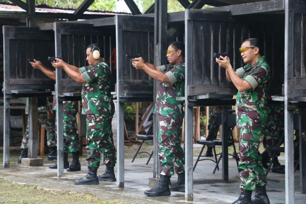 Asah Kemahiran Menembak Personelnya, KOOPSAU III Gelar Latihan Menembak