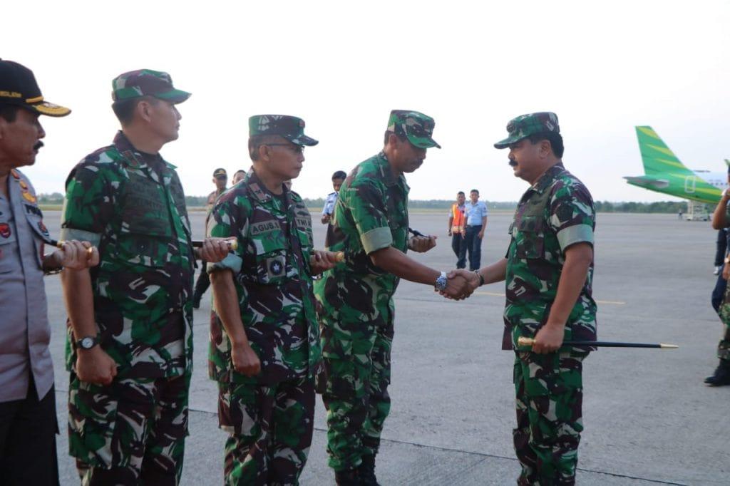 Komandan Lanud Sutan Sjahrir Mengantar Keberangkatan Panglima TNI dan Kapolri di BIM