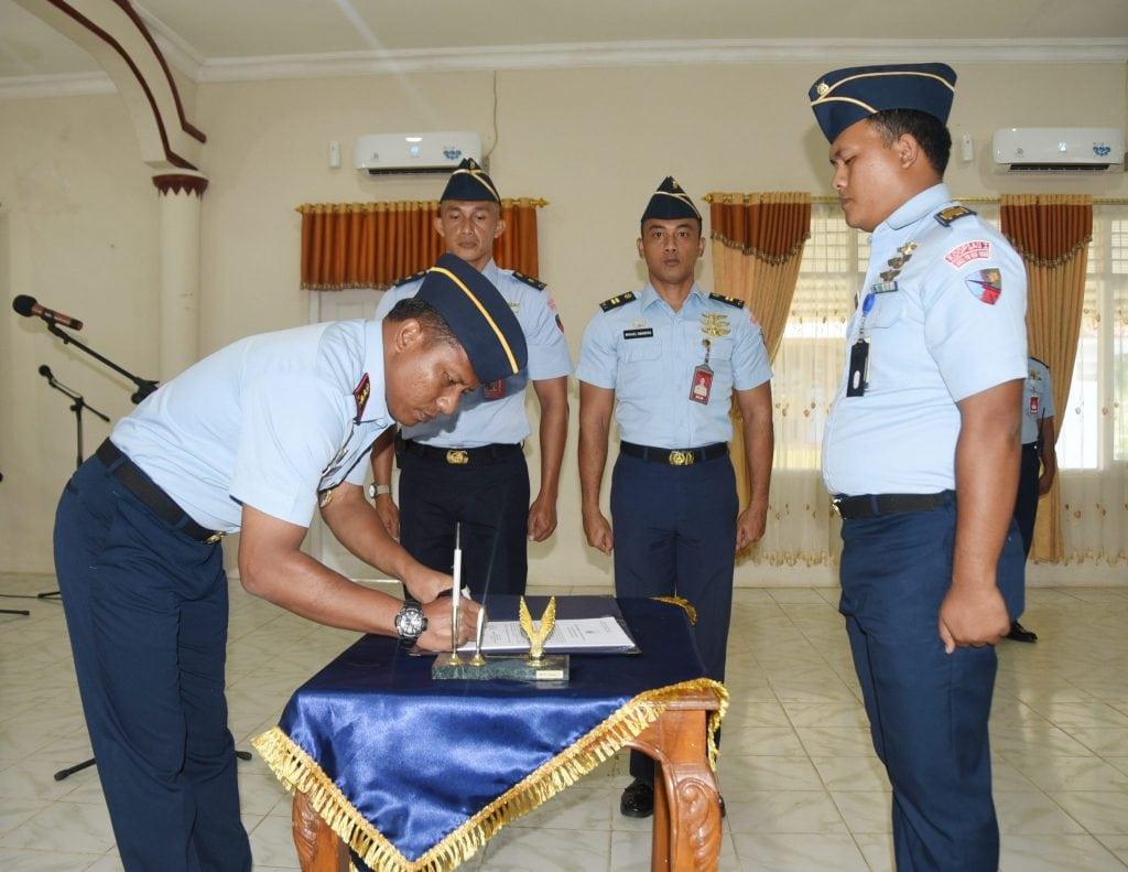 Penandatanganan Pakta Integritas Panitia Seleksi Calon Tamtama TNI AU Lanud Pangeran M. Bun Yamin.