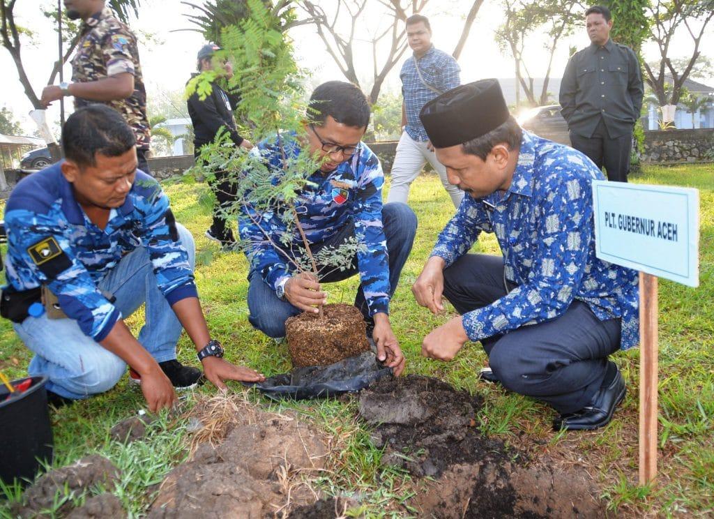 Danlanud Sim Ajak Forkompinda dan Masyarakat Tanam Pohon