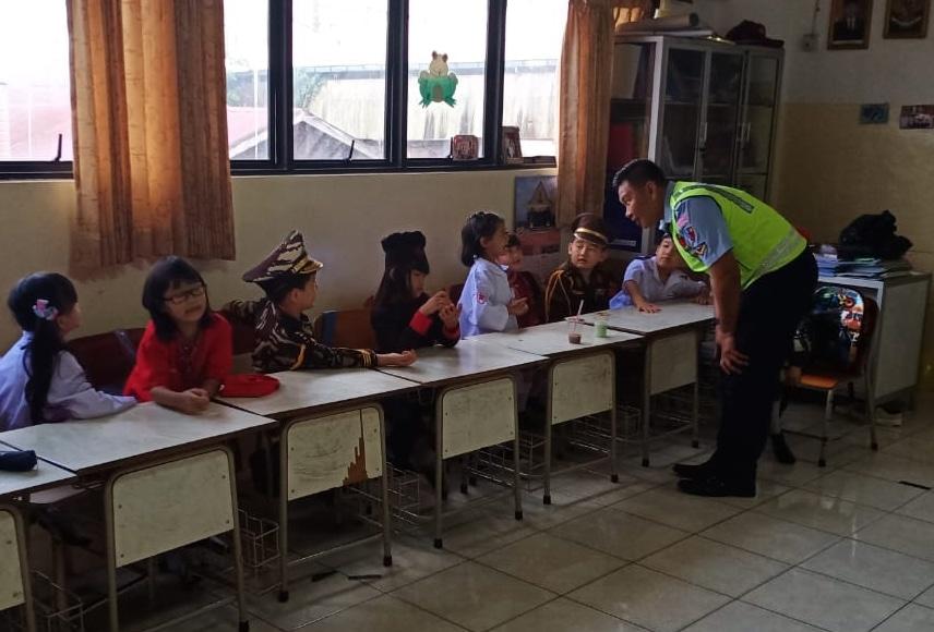 Lanud Sjamsudin Noor Berikan Wawasan Kebangsaan dan Pengenalan Profesi TNI AU kepada Siswa-Siswi SDS Dhammasoka Banjarmasin