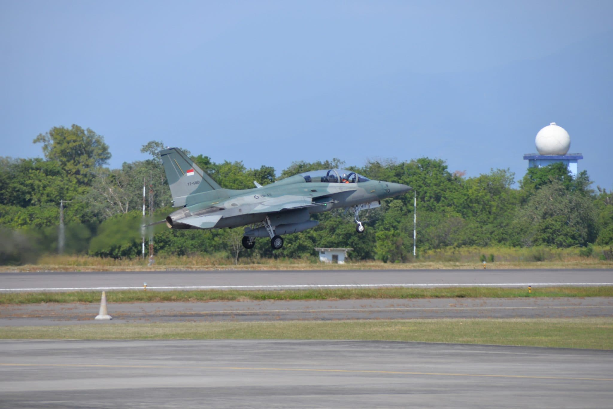 4 Pesawat F 16 dan 4 Pesawat T50i TNI AU Latihan Perang