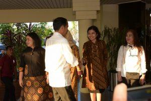 Danlanud Rhf bersama Ketua PIA Ardhya Garini Jemput Presiden Jokowi di Batam