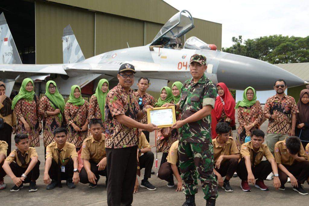 Ratusan Siswa TK dan SMA Kunjungi Lanud Sultan Hasanuddin
