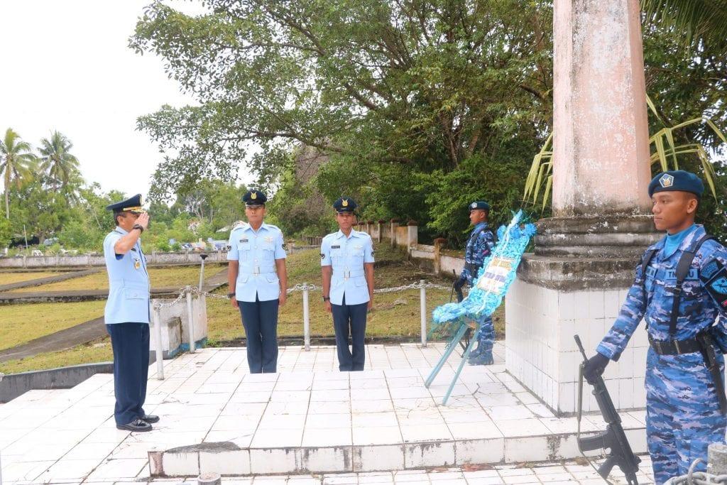 Jelang HUT, Personel TNI AU Biak Ziarah Ke TMP Cendrawasih