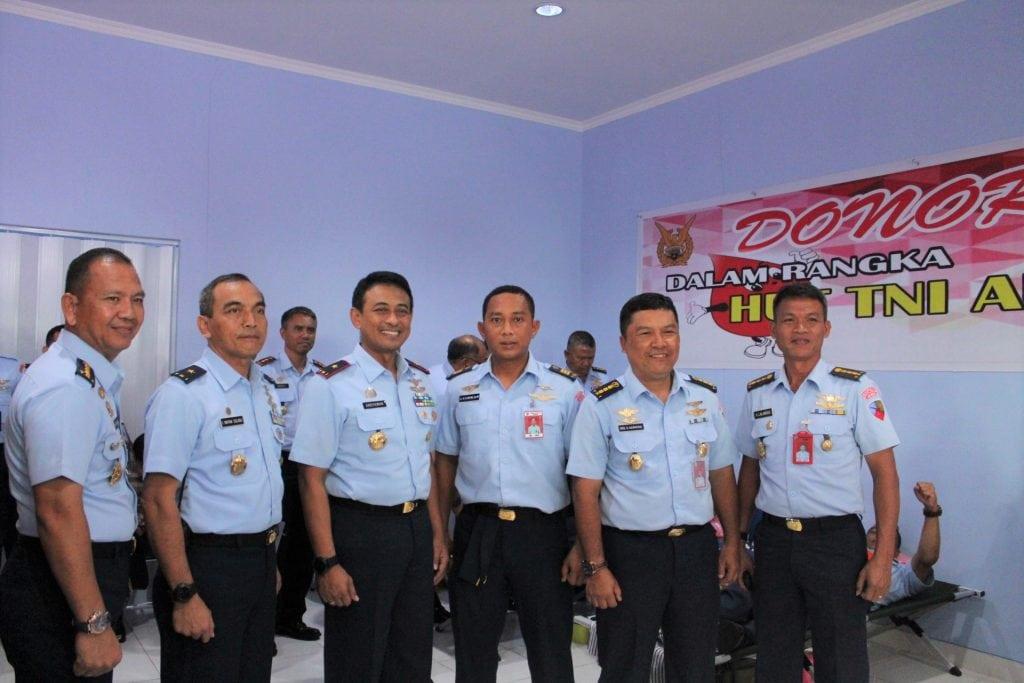 Lanud Manuhua Adakan Donor Darah Menyambut HUT TNI AU ke 73