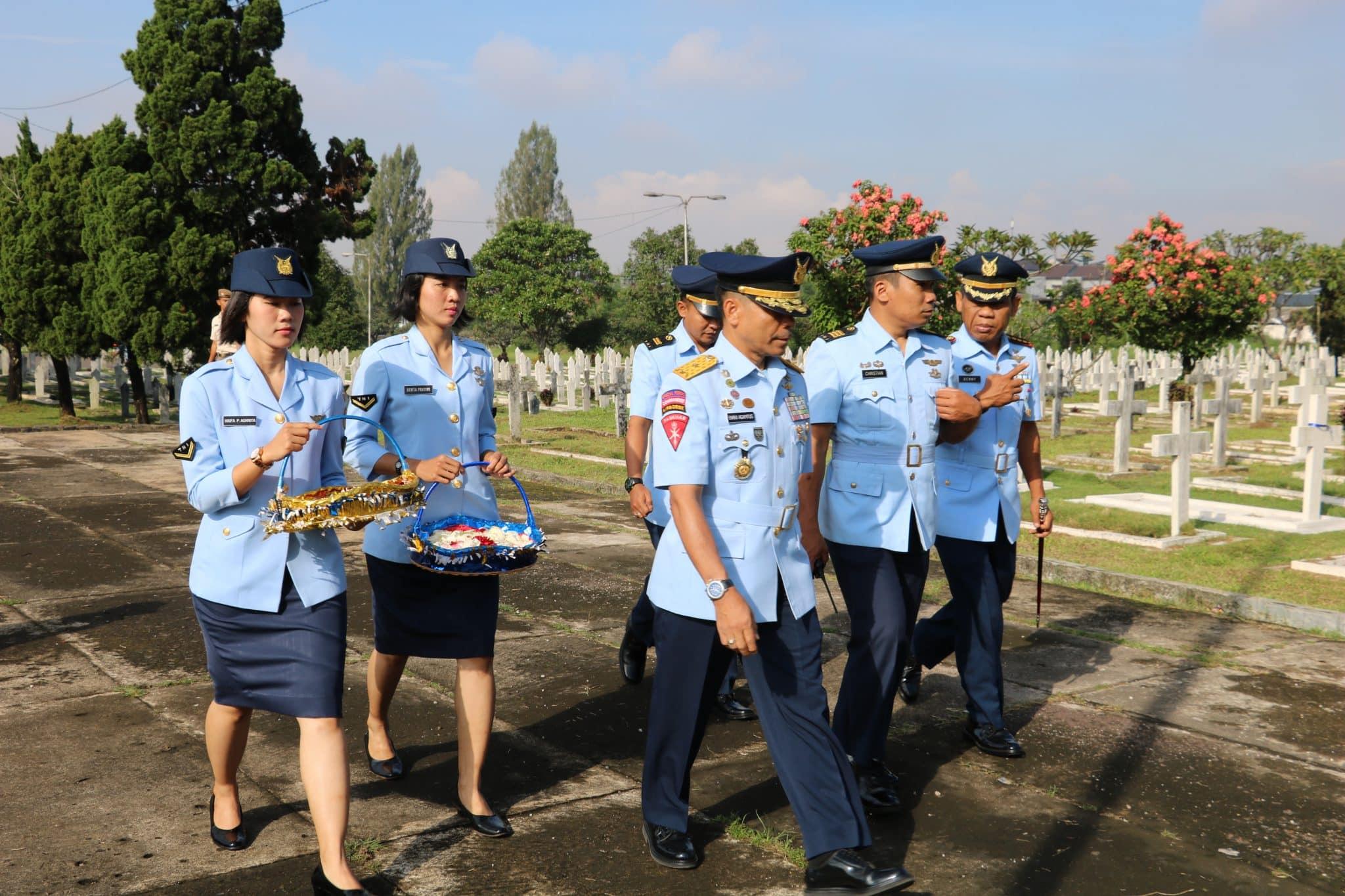Ziarah HUT Ke-73 TNI AU di TMP Cikutra Bandung