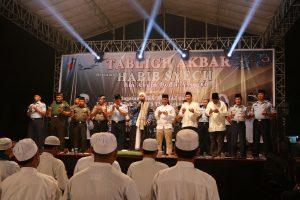 Ribuan umat lantunkan Sholawat, Tabliq Akbar Habib Syech di Lanud Iswahjudi
