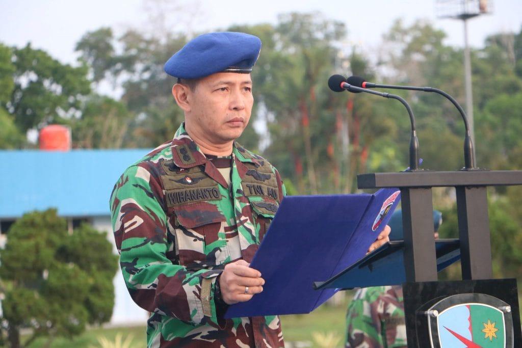 Kadislog Lanud Rsn Pimpin Upacara Bendera