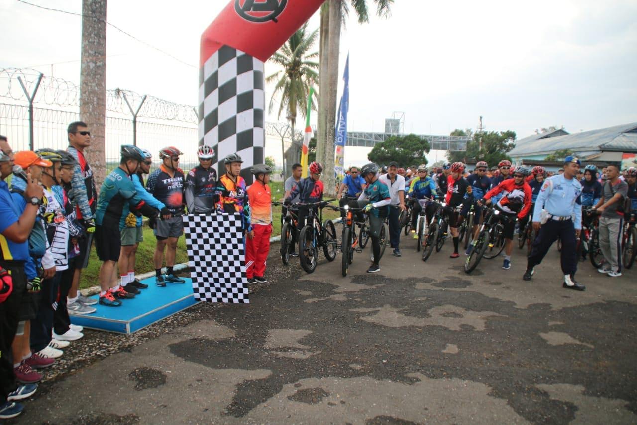 Ratusan Perserta Gowes Ramaikan Acara Fun Bike di Lanud Haluoleo