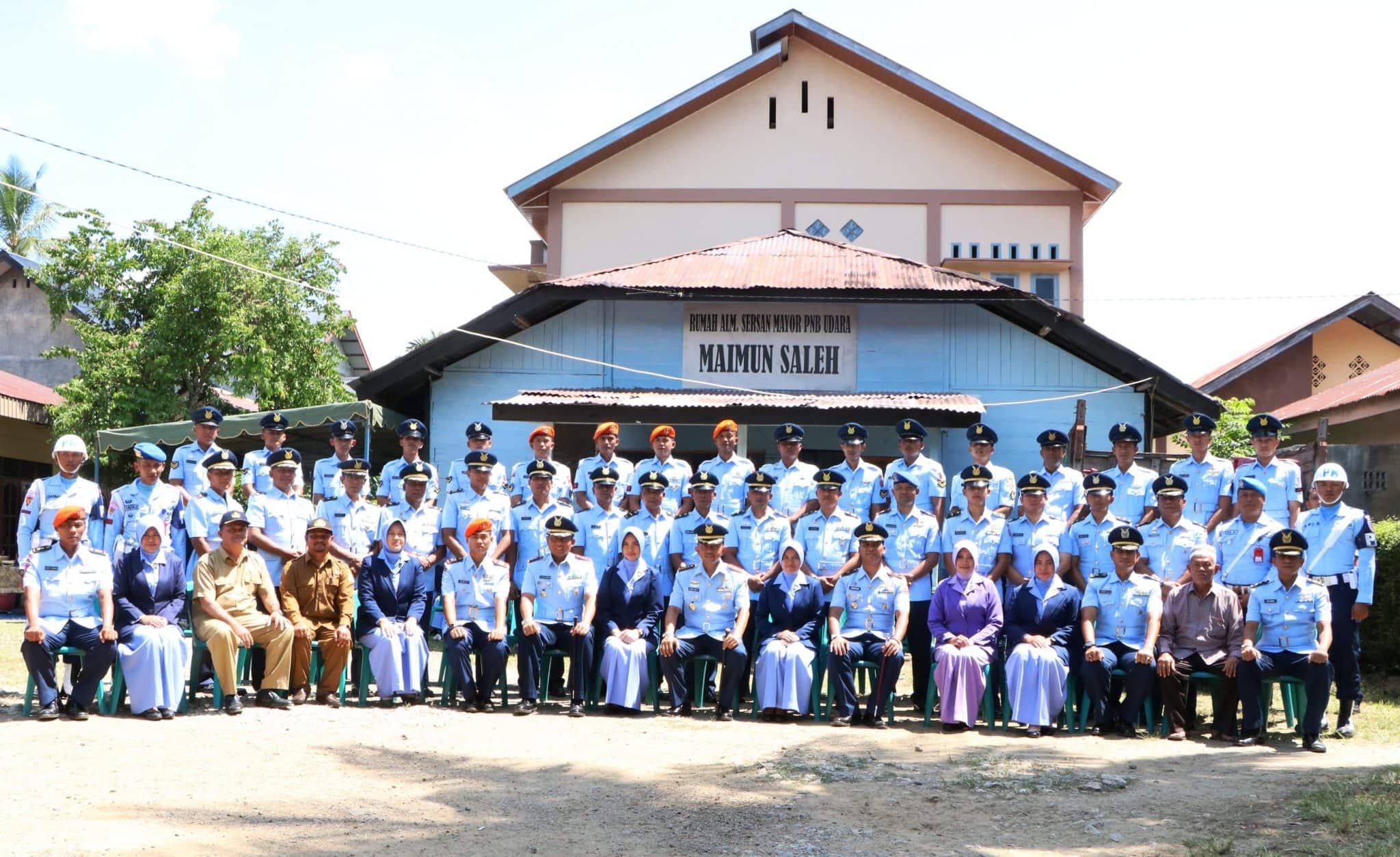 TNI AU Se-Aceh Ziarah Rombongan Di Makam Pahlawan