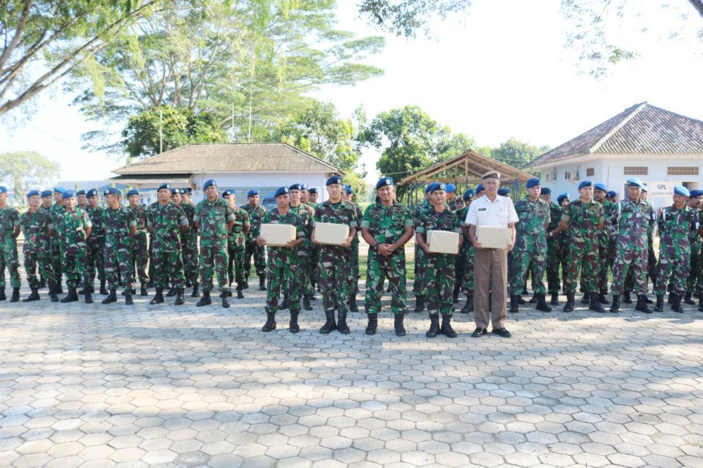 Pembagian Sembako dan THR di Lanud Pangeran M. Bun Yamin.