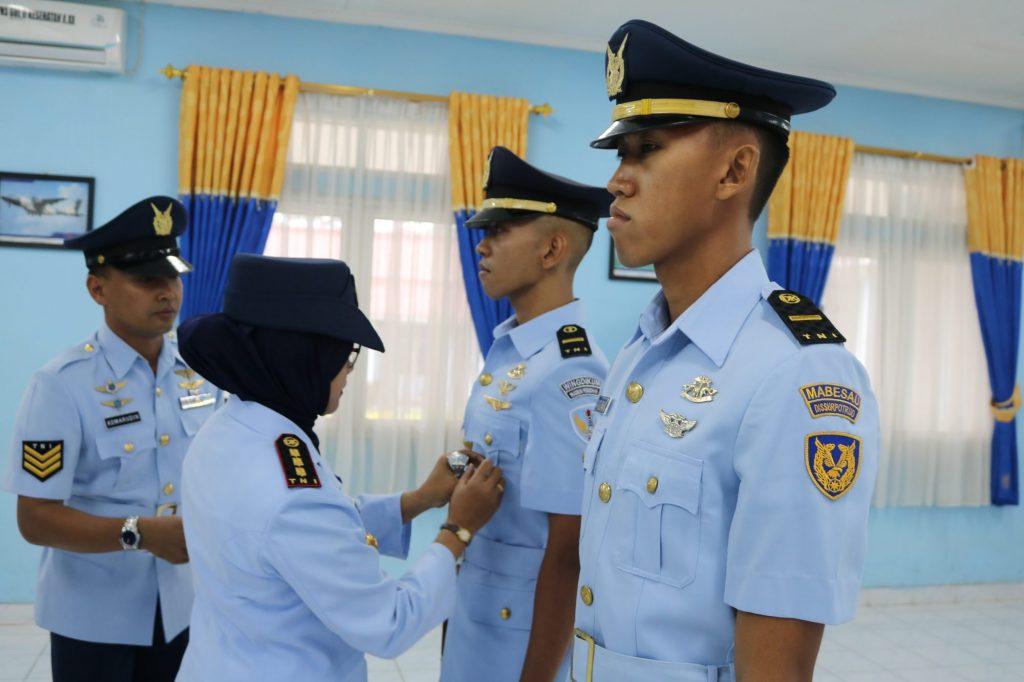 Danwingdikum Kolonel Sus Evi Zuraida S.h. M.h. Melepas Tanda Siswa