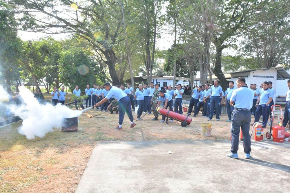 Personel Skadron 15 Praktek Padamkan Api Gunakan Alpeka
