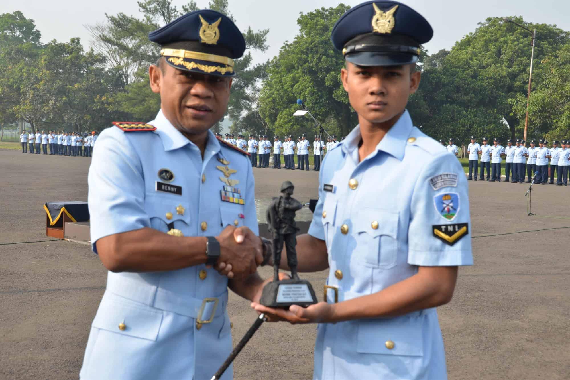 Serda Wembi Pratika Aji, Lulusan Terbaik Sejurba Pas A-21 Skadik 204 Lanud Sulaiman