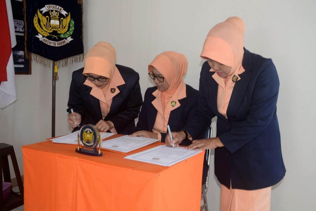 Pengurus Pia Ag Cab.11/d.ii Dan Pengurus Yasarini Cabang Lanud Sjamsudin Noor Di Serah Terimakan