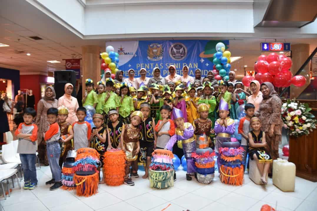 Ketua Yasarini Pengurus Cabang Lanud Husein Sastranegara Hadiri Pentas Seni Sekolah Angkasa.