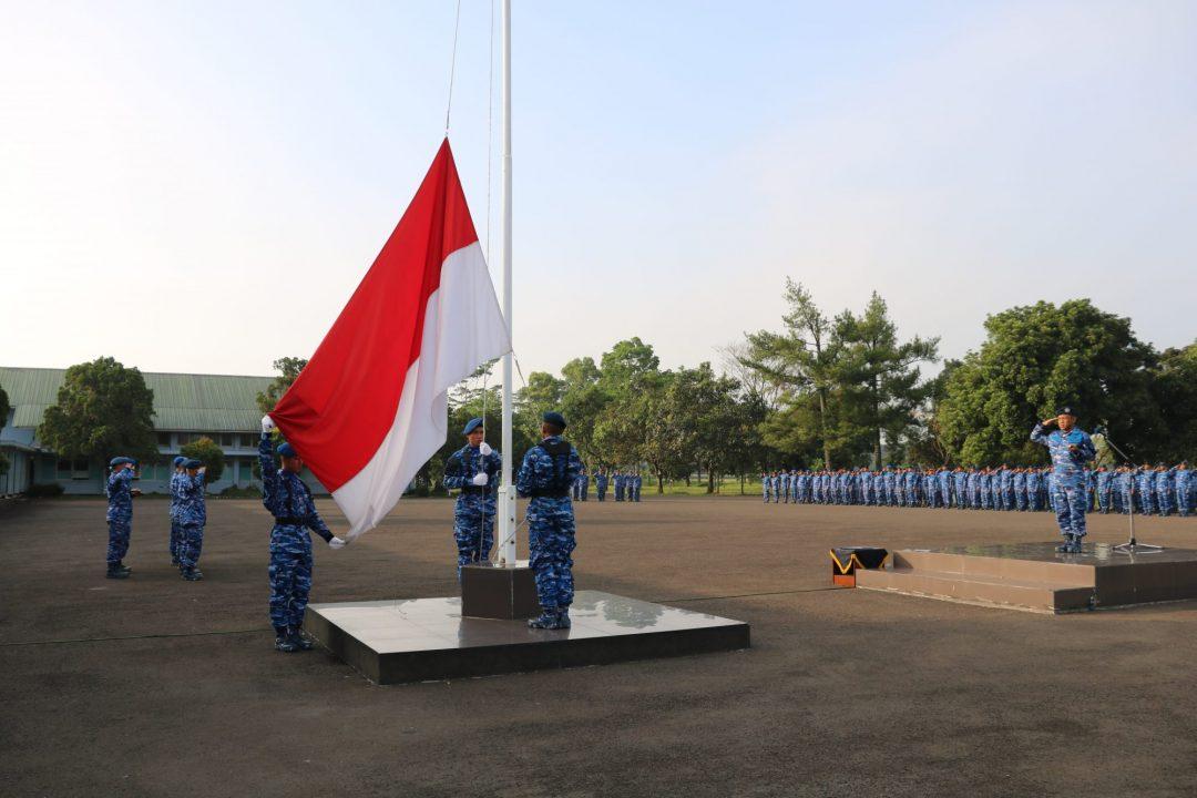Komandan Lanud Sulaiman Pimpin Upacara Bendera