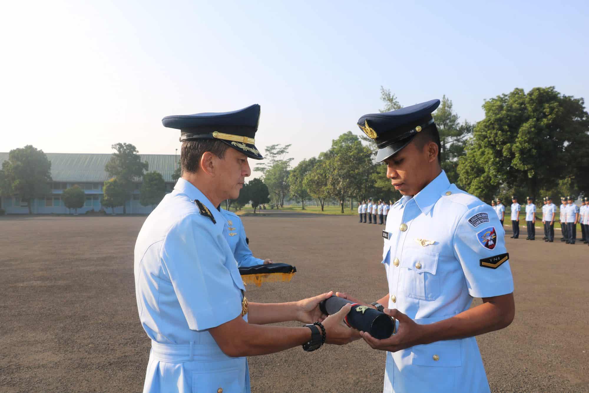 Serda Edo Dwi Cahyono Lulusan Terbaik Sejursarlislek A-44 Skadik 203 Lanud Sulaiman