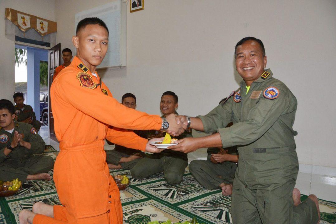 Doa Bersama Awali Latihan Terbang Malam Siswa Konversi Instruktur Penerbang Dan Sekbang A-97