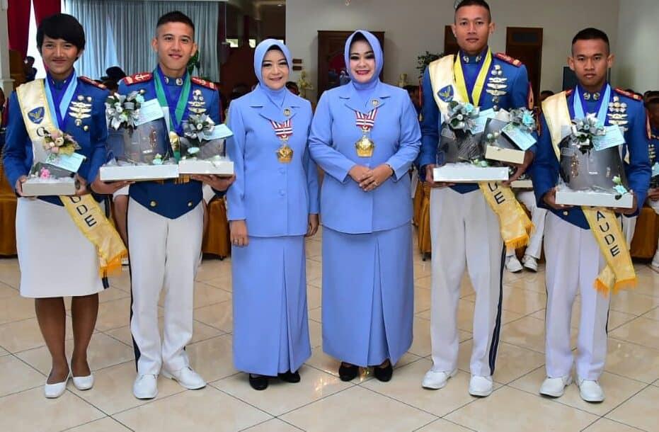 Ibu Taruna-Taruni AAU: Jadilah Prajurit TNI AU yang Profesional, Militan, dan Inovatif