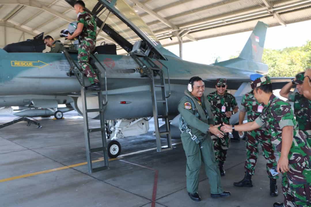Latma Cope West Di Tutup Danlanud Iswahjudi, 7 Pesawat F 16 Tiba Di Home Base