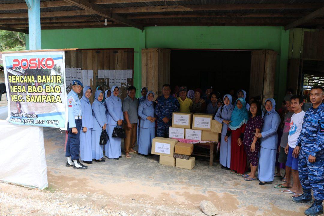 Danlanud Haluoleo Berikan Bantuan Korban Banjir